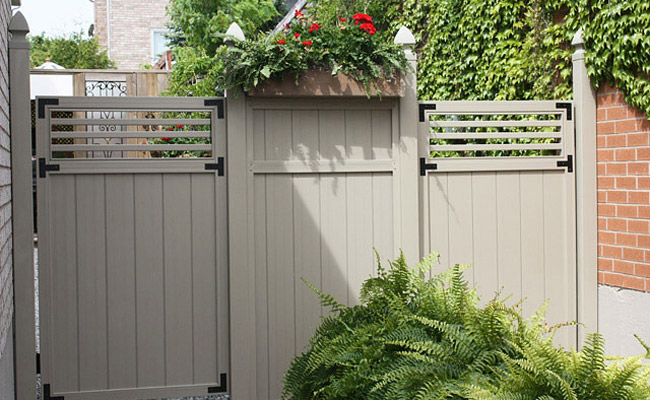 vinyl fence and gate
